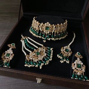 Bottle green choker set